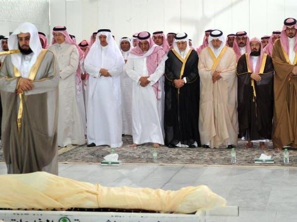 بالصور.. أمير مكة يشيع الأمير محمد بن فيصل إلى مثواه