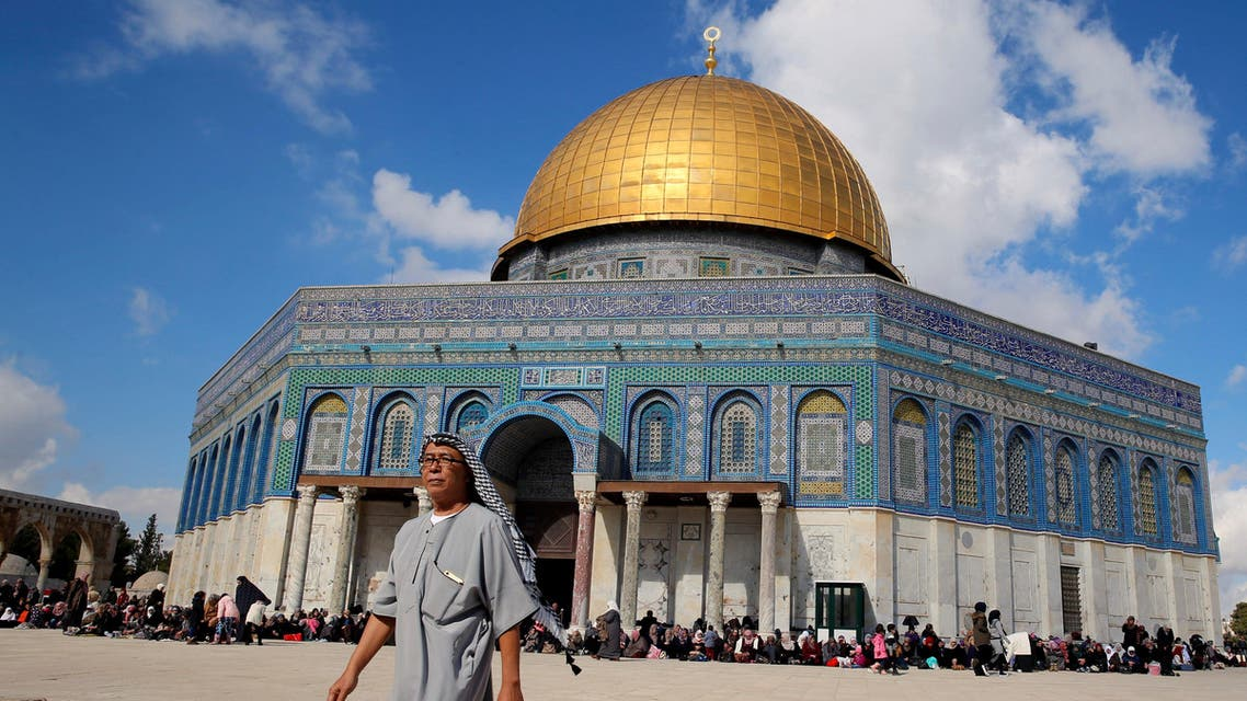 A man walks next to the Dome of the Rock on the compound known to Muslims as Noble Sanctuary and to Jews as Temple Mount during Friday prayers in Jerusalem's Old City, January 13, 2017. (Reuters)