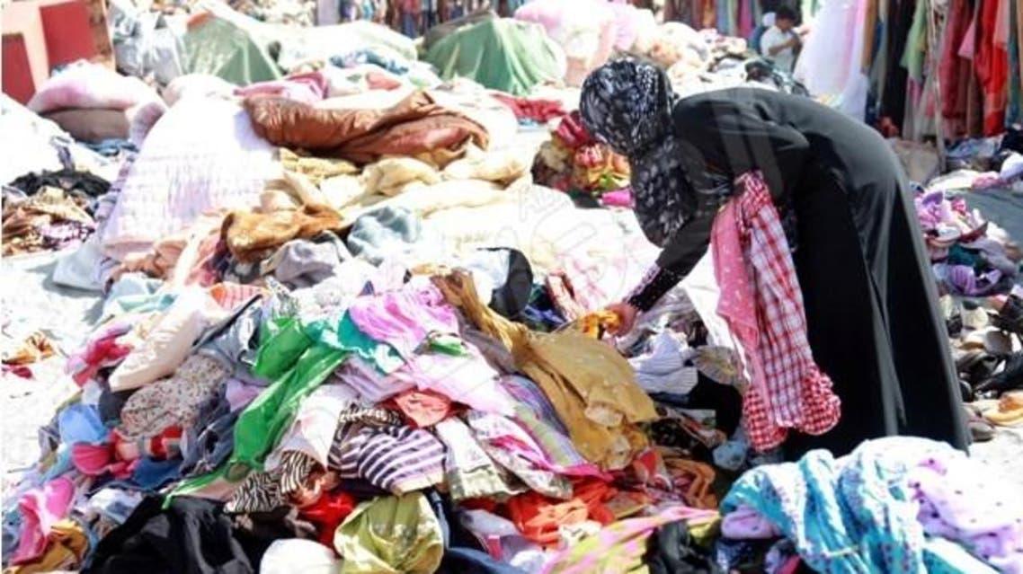 """بالصور.. هذا هو سوق """"ملابس الموتى"""" في جدة"""
