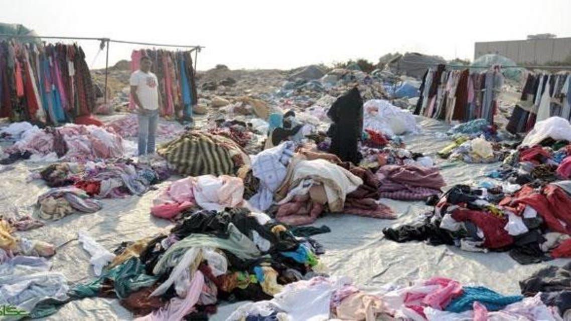 """بالصور.. سوق """"ملابس الموتى"""" في جدة"""