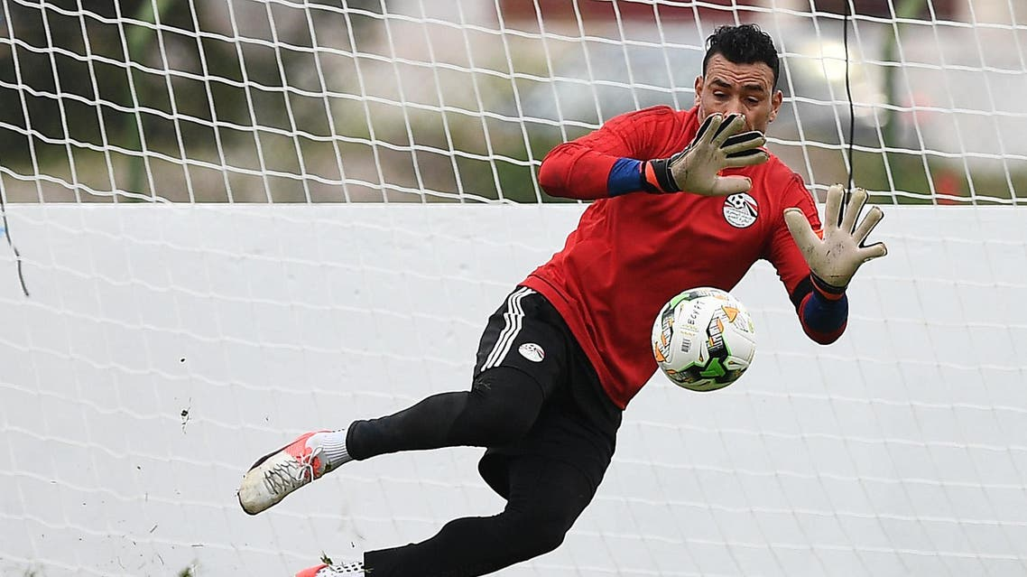 Egypt's goalkeeper Essam El-Hadary takes part in a training session in Port-Gentil on January 15, 2017, during the 2017 Africa Cup of Nations football tournament in Gabon.  Justin TALLIS / AFP