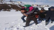 فيسبوك تتفاعل مع صورة أمني تونسي حمل عجوزاً على ظهره