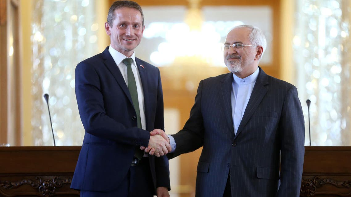 Iranian Foreign Minister Mohammad Javad Zarif, right, and his Danish counterpart Kristian Jensen shake hands as they pose for media at the end of their press conference in Tehran, Iran, Jan. 4, 2016. (File photo: AP)