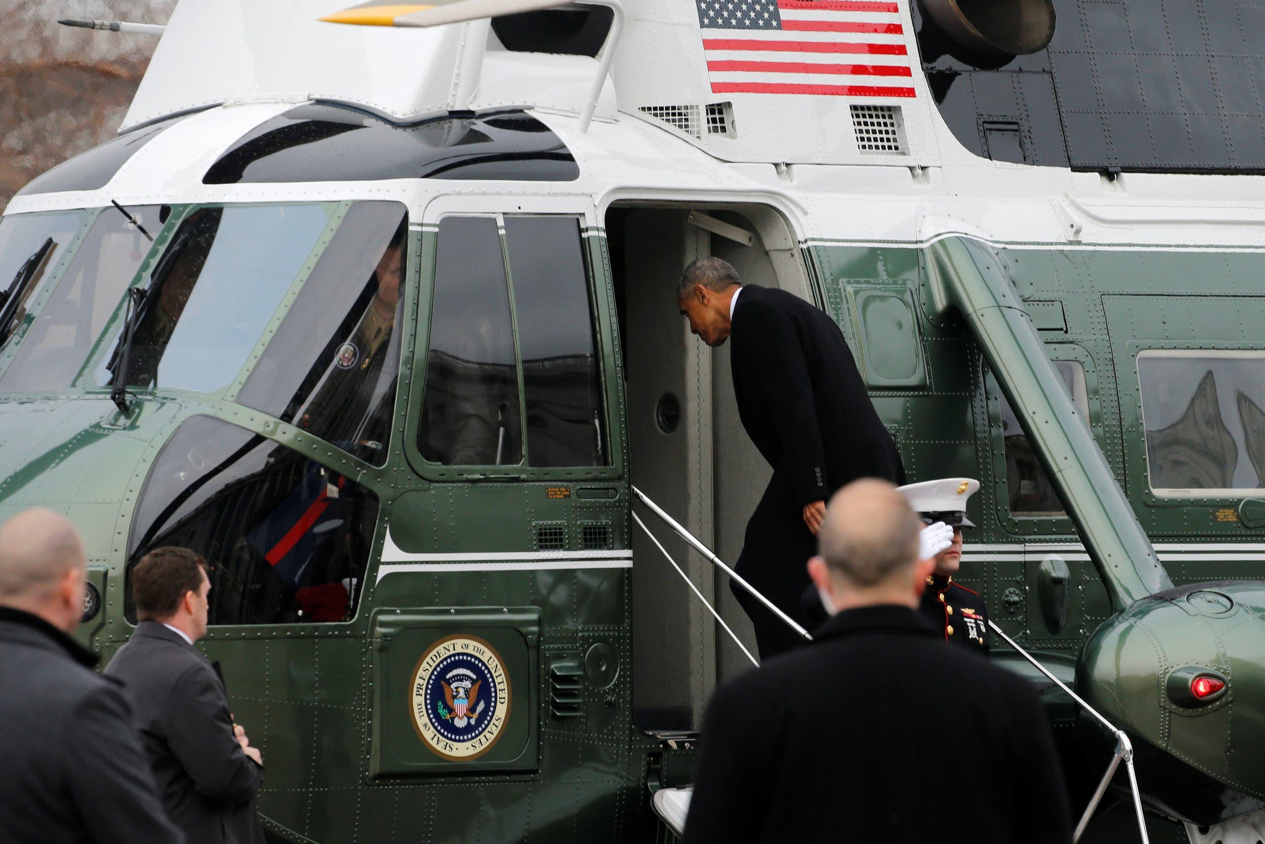 أوباما يصعد للطائرة