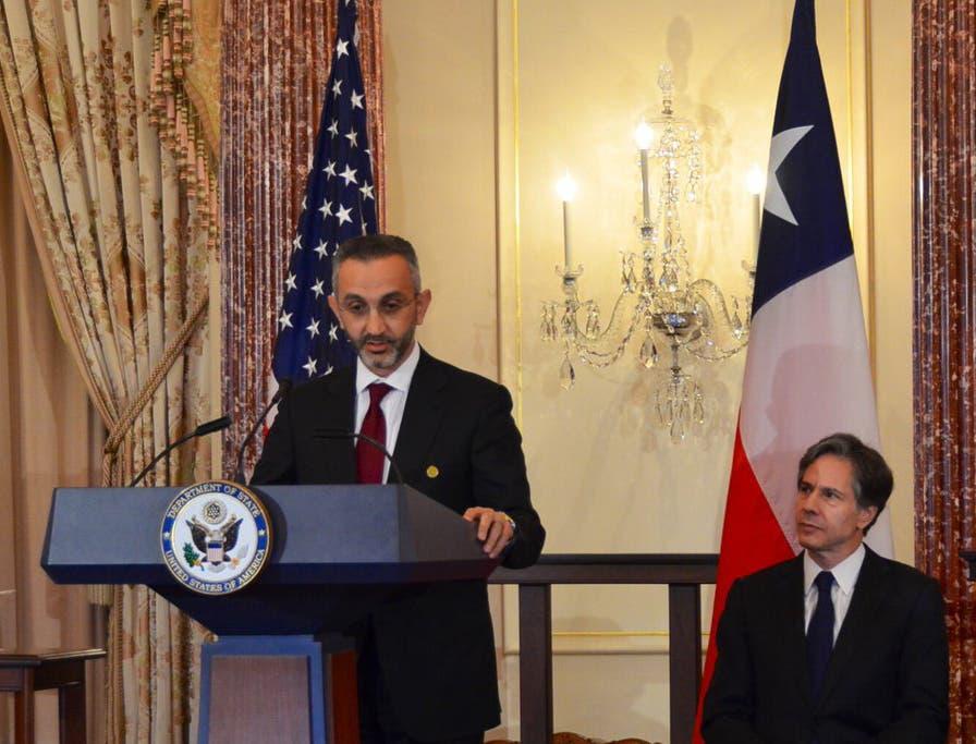 Mazen Dalati, COO, GE Saudi Arabia & Bahrain, with Tony Blinken, US Deputy Secretary of State, looking on. (Courtesy: GE)