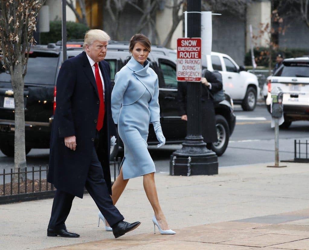 ميلانيا بأناقتها اللافتة في حفل التنصيب برفقة زوجها الرئيس دونالد ترامب