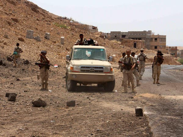 الجيش اليمني يقصف مواقع الميليشيات شرق تعز