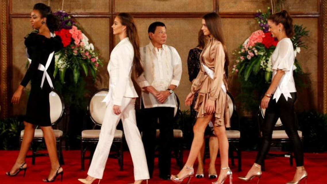 Philippine President Rodrigo Duterte looks at Miss Universe candidates at the presidential palace in Manila, Philippines January 23, 2017. (Reuters)