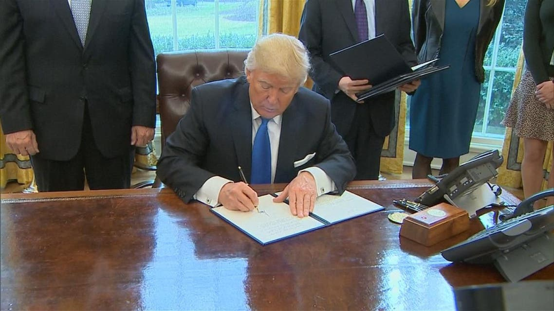 THUMBNAIL_ خطوة ترمب الأولى لتنفيذ وعوده بمنع المسلمين من دخول أميركا