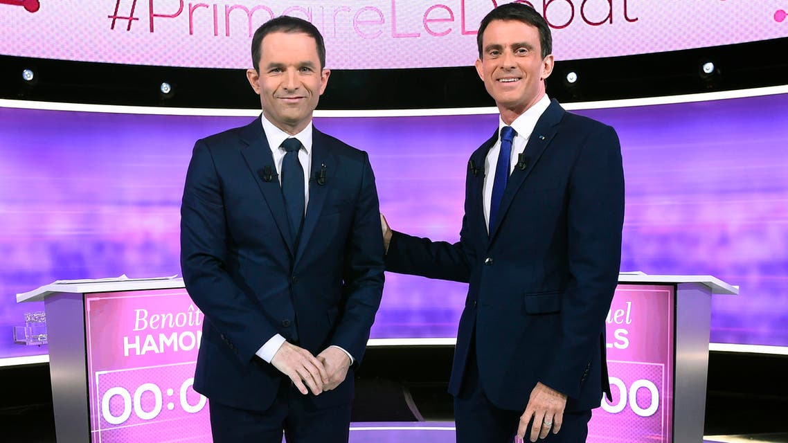 Former French education minister Benoit Hamon (L) and former prime minister Manuel Valls, pose prior to taking part in a televised debate ahead of the primary's second-round runoff, in a TV studio in La Plaine-Saint-Denis, north of Paris, on January 25, 2017. (AFP)