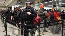 توقيف مراهق أميركي فتح باب الطوارئ في الطائرة