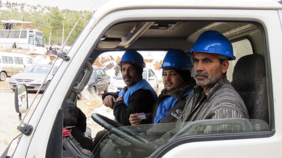 عمال الصيانة يدخلون وادي بردى 3
