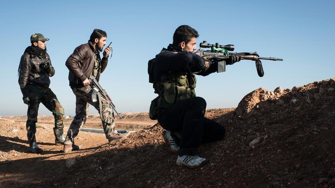 مقاتلون من المعارضة السورية قرب الباب - فرانس برس