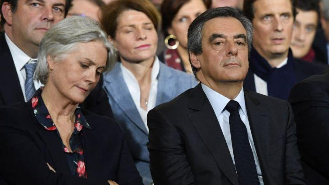 Francois Fillon (R) with his wife Penelope (L) during a campaign rally on January 29, 2017 in Paris (AFP)