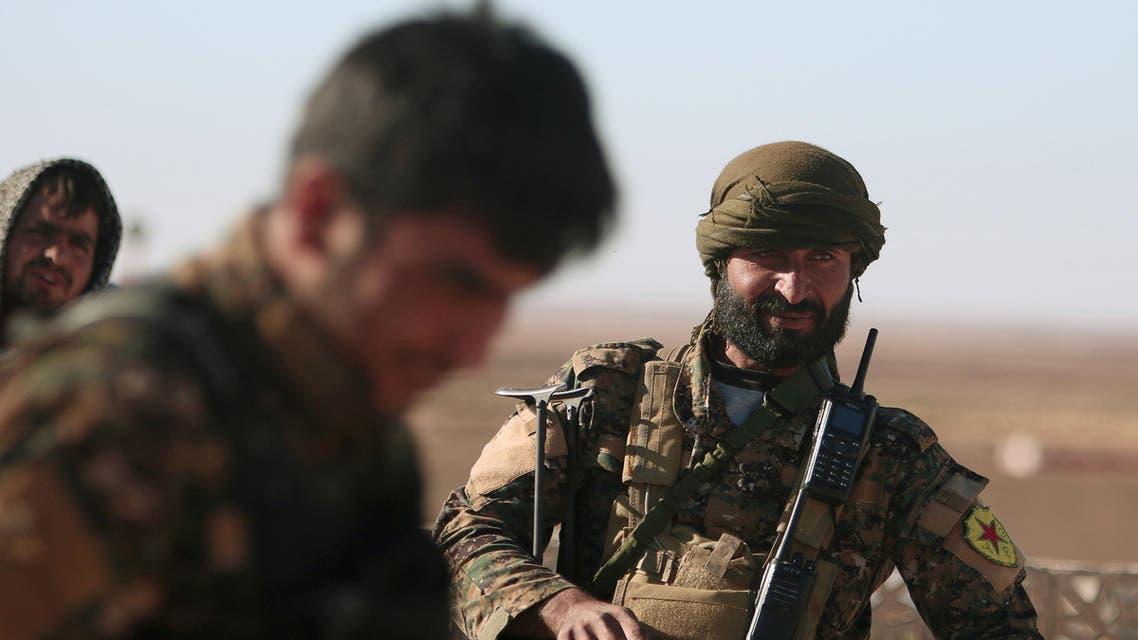 Syrian Democratic Forces (SDF) fighters walk in Tal Samin village, north of Raqqa city, Syria November 19, 2016. REUTERS/Rodi Said