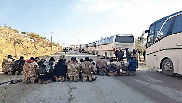 تهجير من وادي بردى.. 2100 شخص وصلوا إدلب