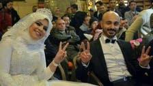 تركوا حفل زفافهم وشاركوا المدعوين مشاهدة مباراة مصر