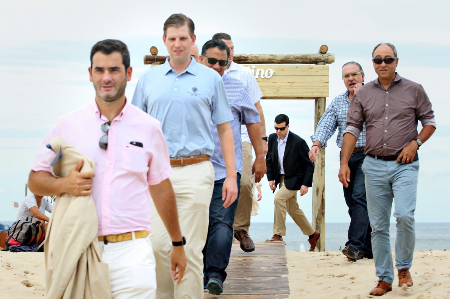 إريك ترمب ومرافقوه خلال زيارة الأوروغواي