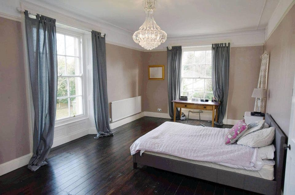 00706312 3084 43fc 83f6 534da2f4c160 - منزل فخم في بريطانيا معروض للبيع بأقل من 3 دولارات