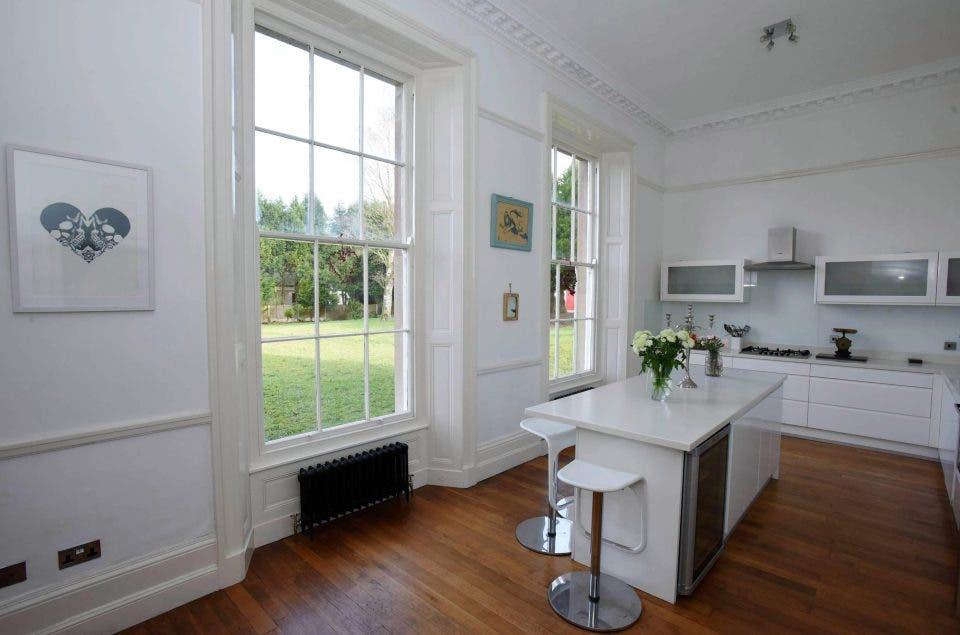 61e4a8de 97c2 4792 b25e 1c65173818a0 - منزل فخم في بريطانيا معروض للبيع بأقل من 3 دولارات