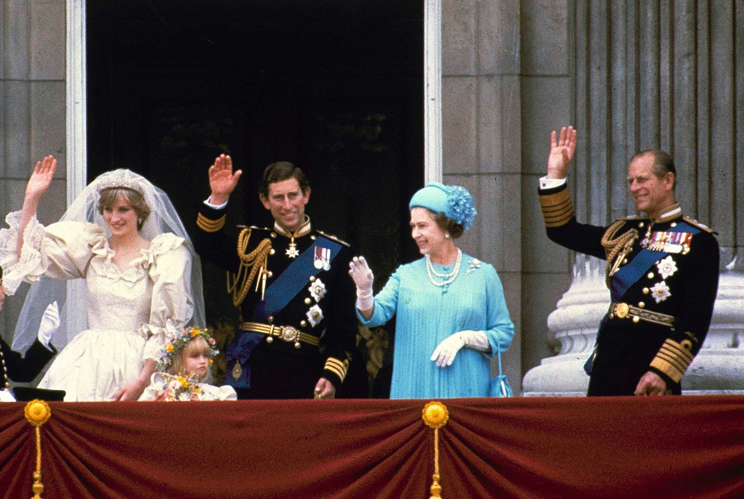 In this July 29, 1981 photo, Prince Charles and his bride Diana, Princess of Wales, and his parents, Queen Elizabeth II and Prince Phillip, wave from the balcony of Buckingham Palace in London after their marriage at St. Paul's Catheral (Photo: AP)