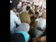 فيديو.. الأمن يقبض على رجل حاول إحراق نفسه عند الكعبة