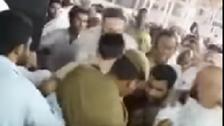 پٹرول چھڑکنے کے واقعے کے بعد بیت اللہ کے متاثرہ حصے کی صفائی