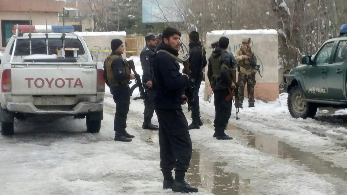 رجال أمن في موقع انفجار أفغانستان