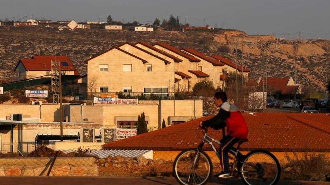 مبان في مستوطنة عوفرا المقامة على أراضي الفلسطينيين - رويترز