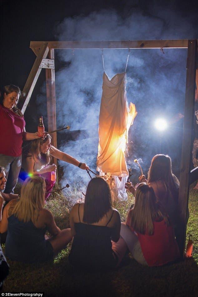 طقوس حرق فستان الزفاف تشارك فيها الصديقات