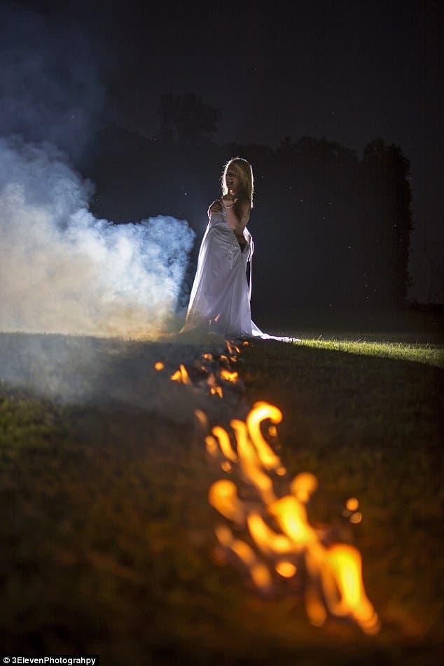 نساء يعتقدن أن الحريق يتخلص من الطاقة السلبية التي باتت كامنة في فستان الزفاف