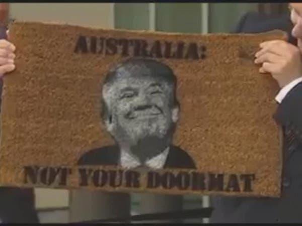 هل طبع رئيس وزراء أستراليا وجه ترمب على ممسحة أحذية؟