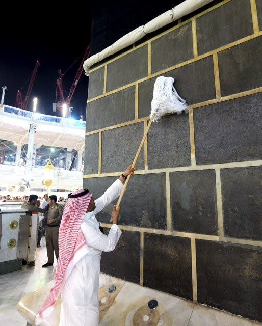 In pictures: How is the Great Mosque of Mecca cleaned? - Al