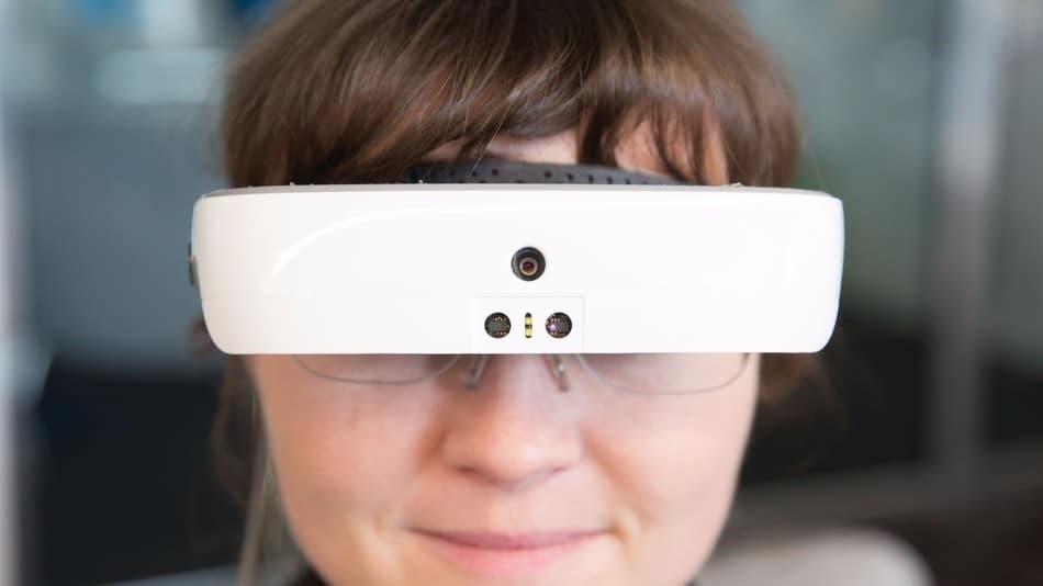 f46b87e1f وتبدو النظارات للوهلة الأولى مشابهة إلى حد كبير لأي نظارة أخرى مخصصة للواقع  الافتراضي أو المعزز، وفي حين تعمل معظم أنظمة الواقع الافتراضي على جعل العالم  ...