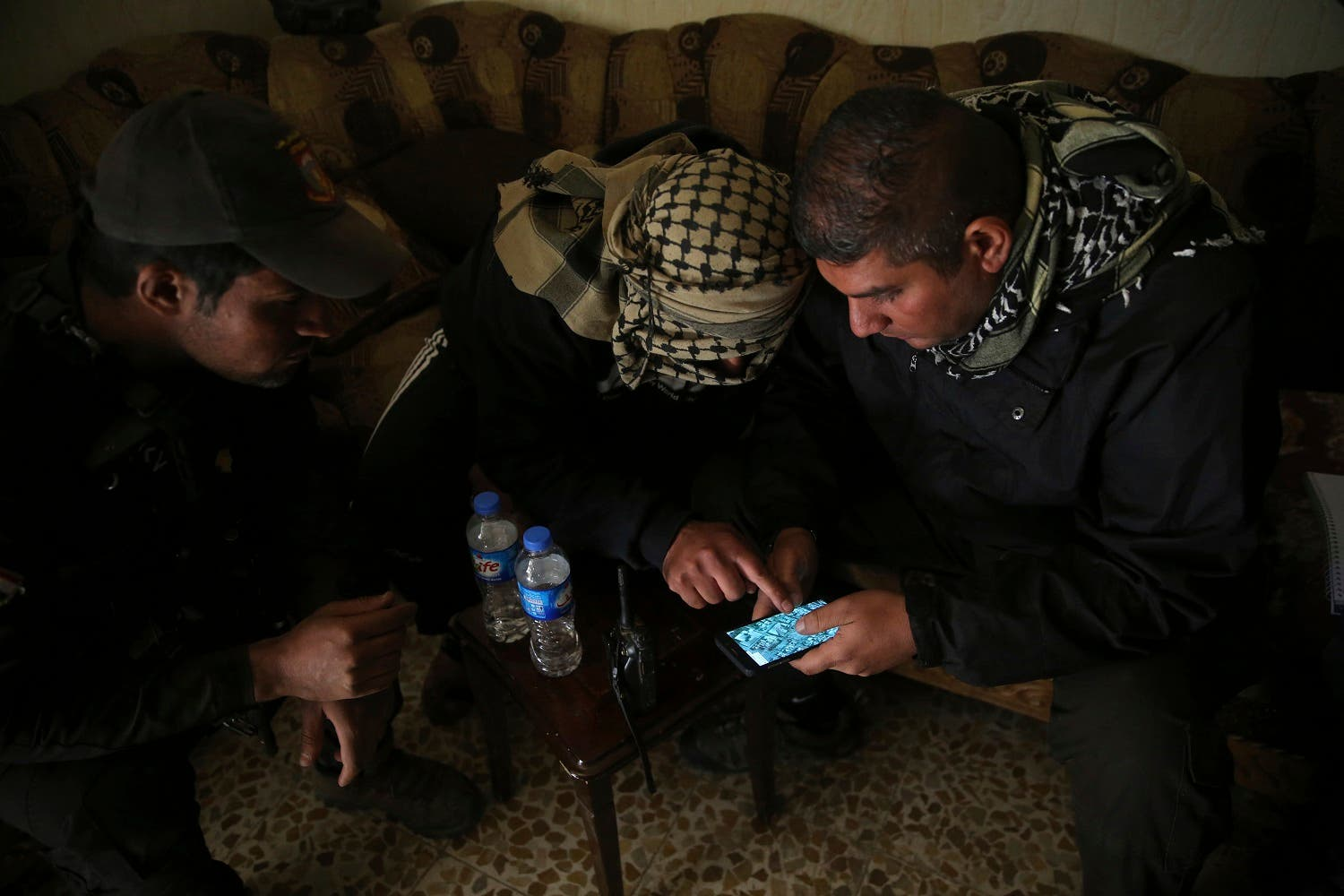 Iraqis risk all to spy on ISIS militants in Mosul AP