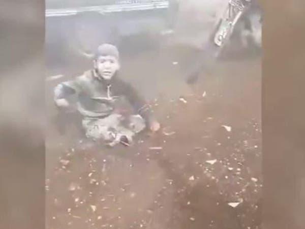 فيديو يكسر القلب لطفل سوري يصرخ: بابا شيلني!