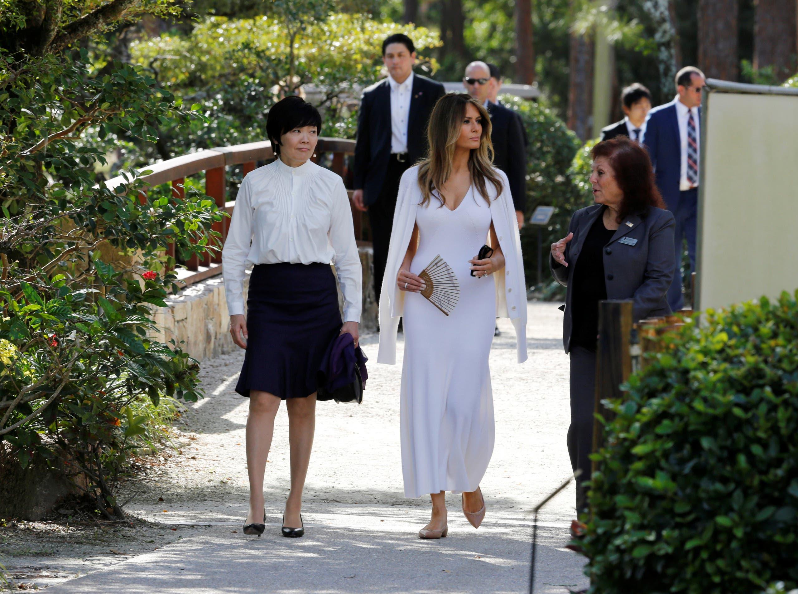 ميلانيا مع زوجة رئيس الوزراء الياباني في زيارة لحديقة ومتحف ياباني