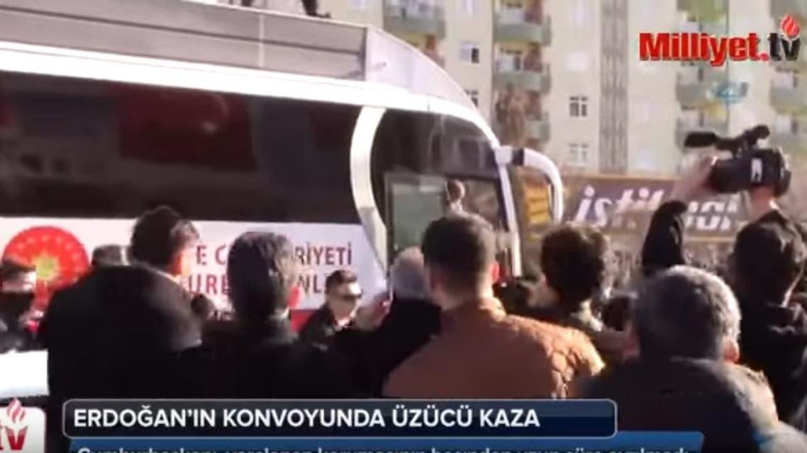 حافلة أردوغان تدهس حارسه الشخصي