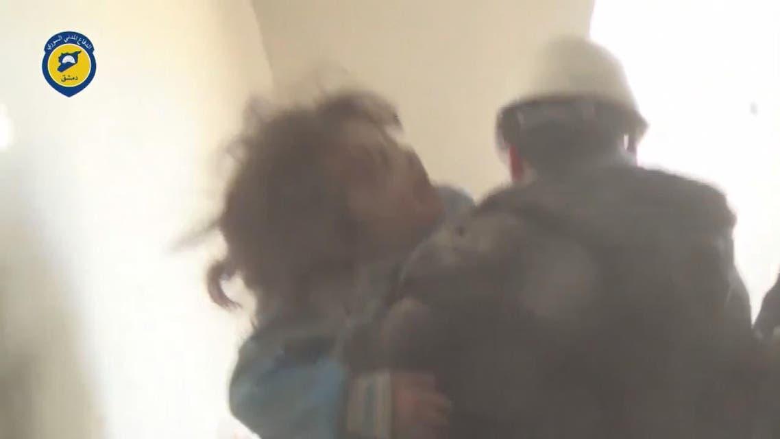 THUMBNAIL_ اخراج طفلة سورية من تحت الدمار في حي تشرين بدمشق