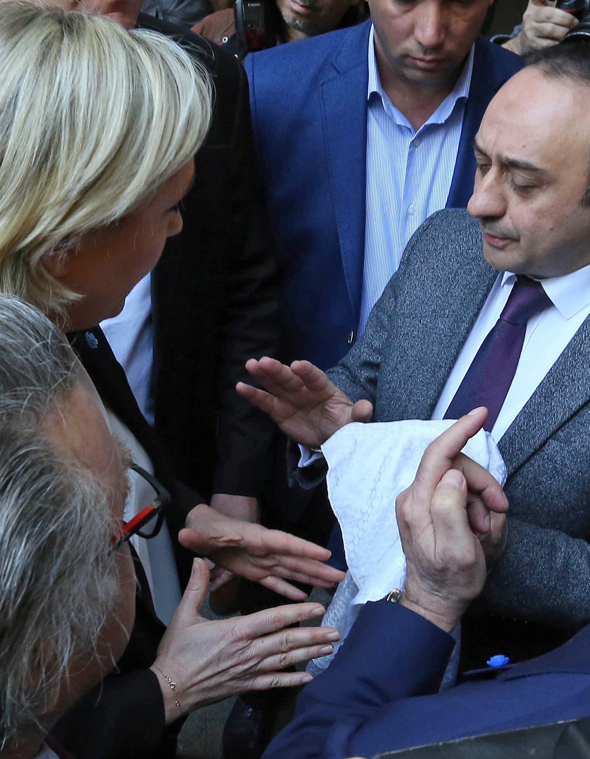 لوبان خلال نقاشها مع المسؤولين في دار الفتوى في بيروت ورفضها وضع الحجاب