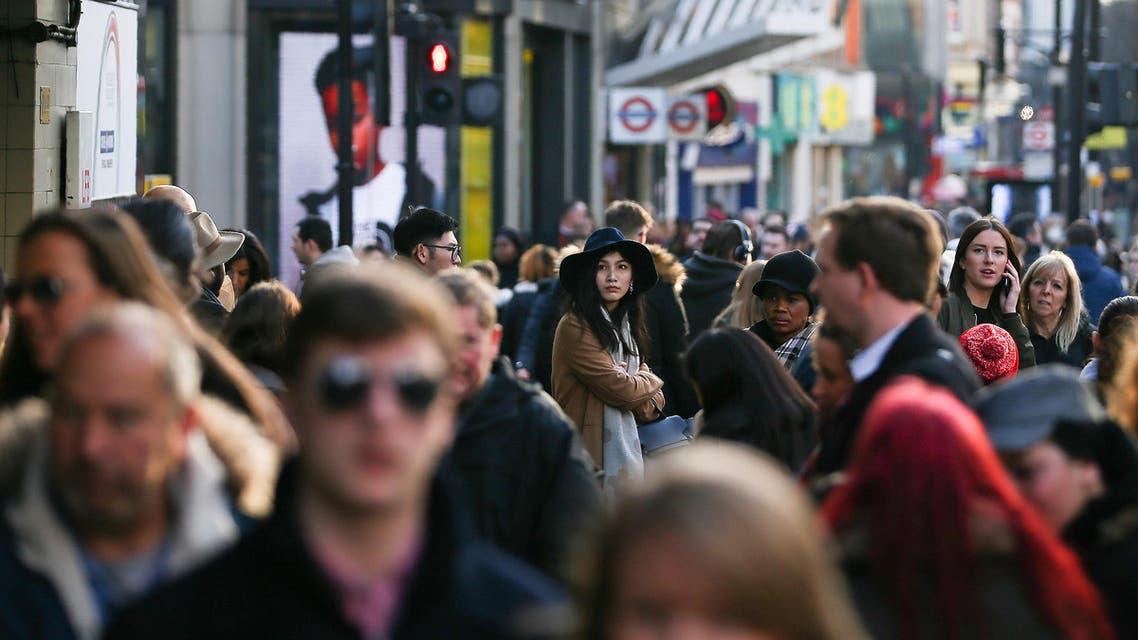 Pedestrians walk along a busy shopping steet in London. Britain's economy grew by a better-than-expected 0.7 percent in the final three months of last year, official revised data released on February 22, 2017 showed, as the country prepares for Brexit. (AFP)