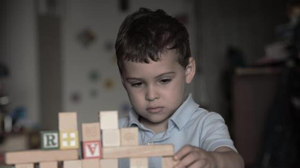 """10 نصائح تساعدك في التعامل مع طفل """"التوحد"""""""