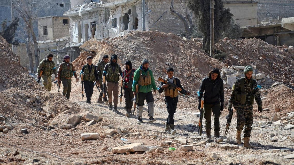 Rebel fighters, part of the Turkey-backed Euphrates Shield alliance, advance on February 20, 2017, towards the city of Al-Bab, some 30 kilometres from the Syrian city of Aleppo. (AFP)