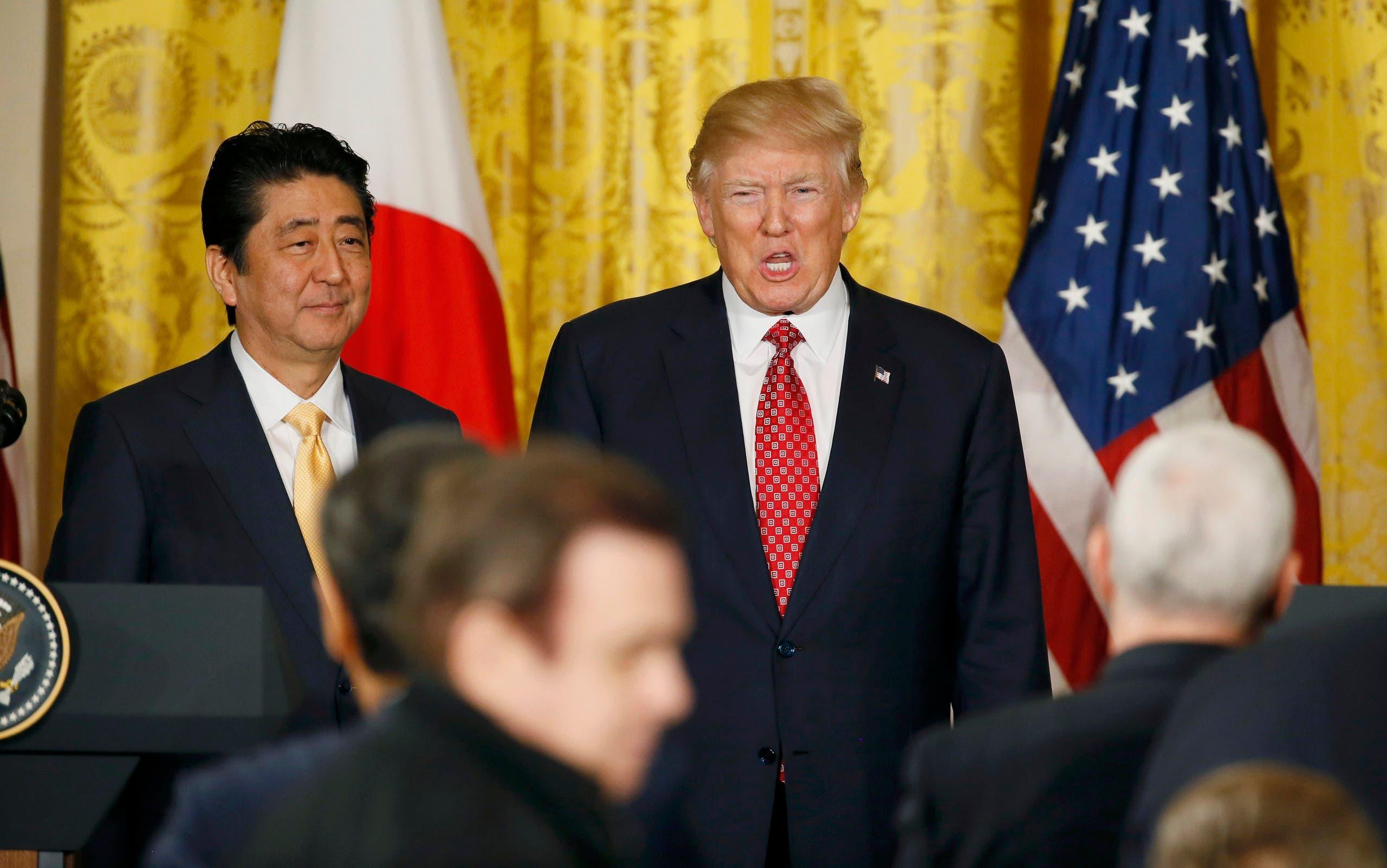 ترمب خلال مؤتمر صحافي مشترك مع وزير الخارجية الياباني في البيت الأبيض