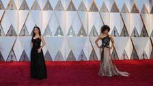 نجمات الأوسكار يتألقن بأزياء بألوان الذهب والفضة