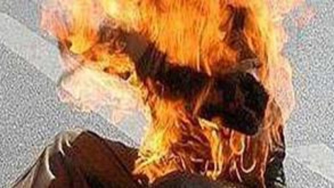 رجل يحترق