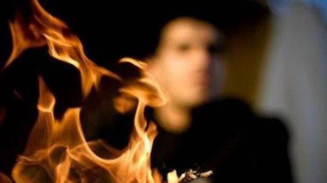 شاب يحرق نفسه (تعبيرية)