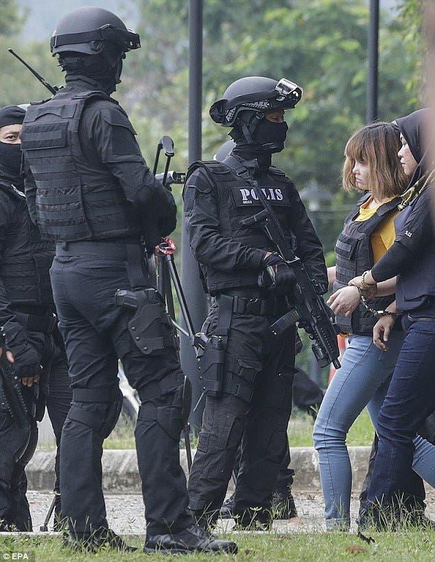 الفيتنامية المتهمة وسط حراسة
