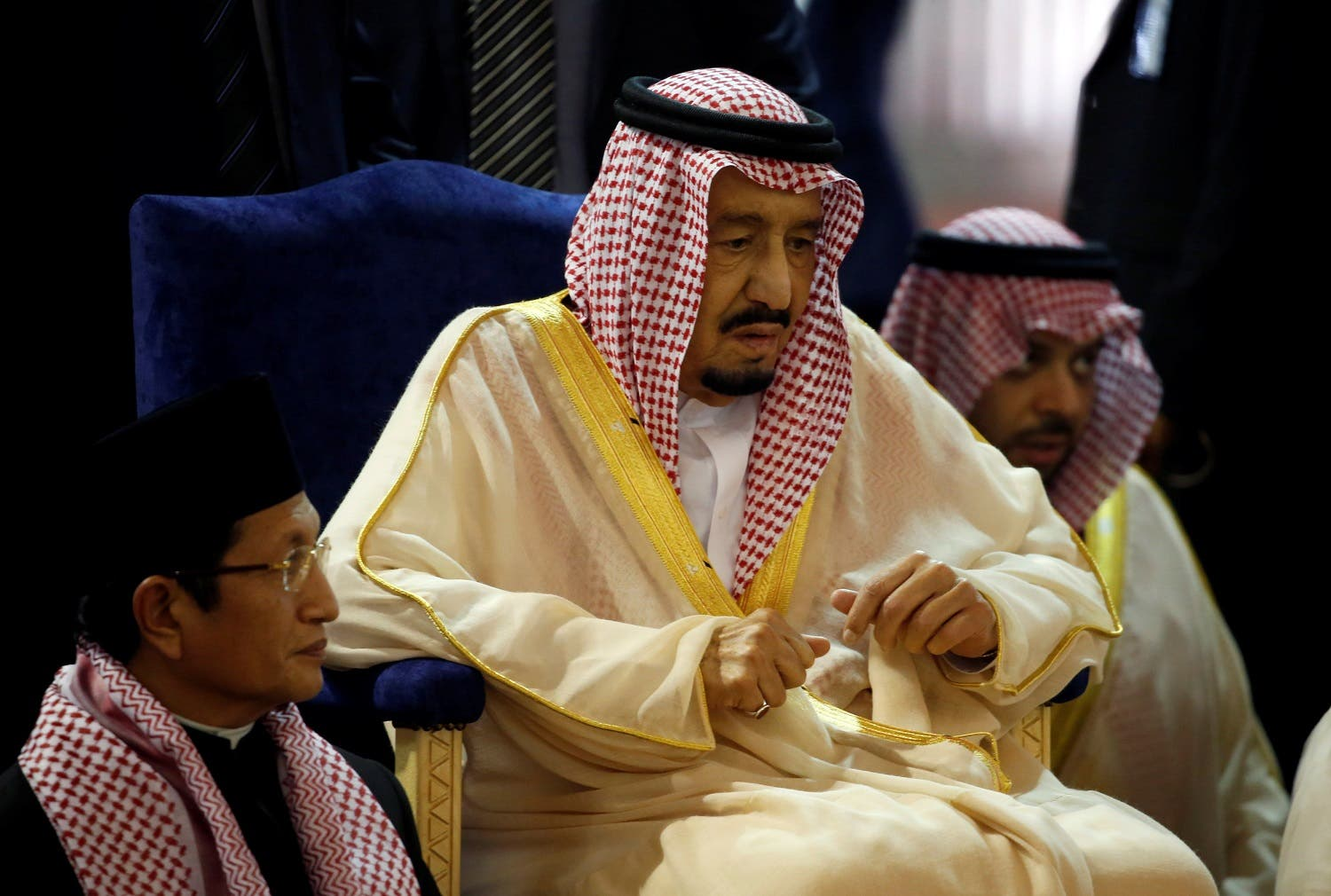 King Salman prays at the Istiqlal Mosque in Jakarta, Indonesia March 2, 2017. (Reuters)
