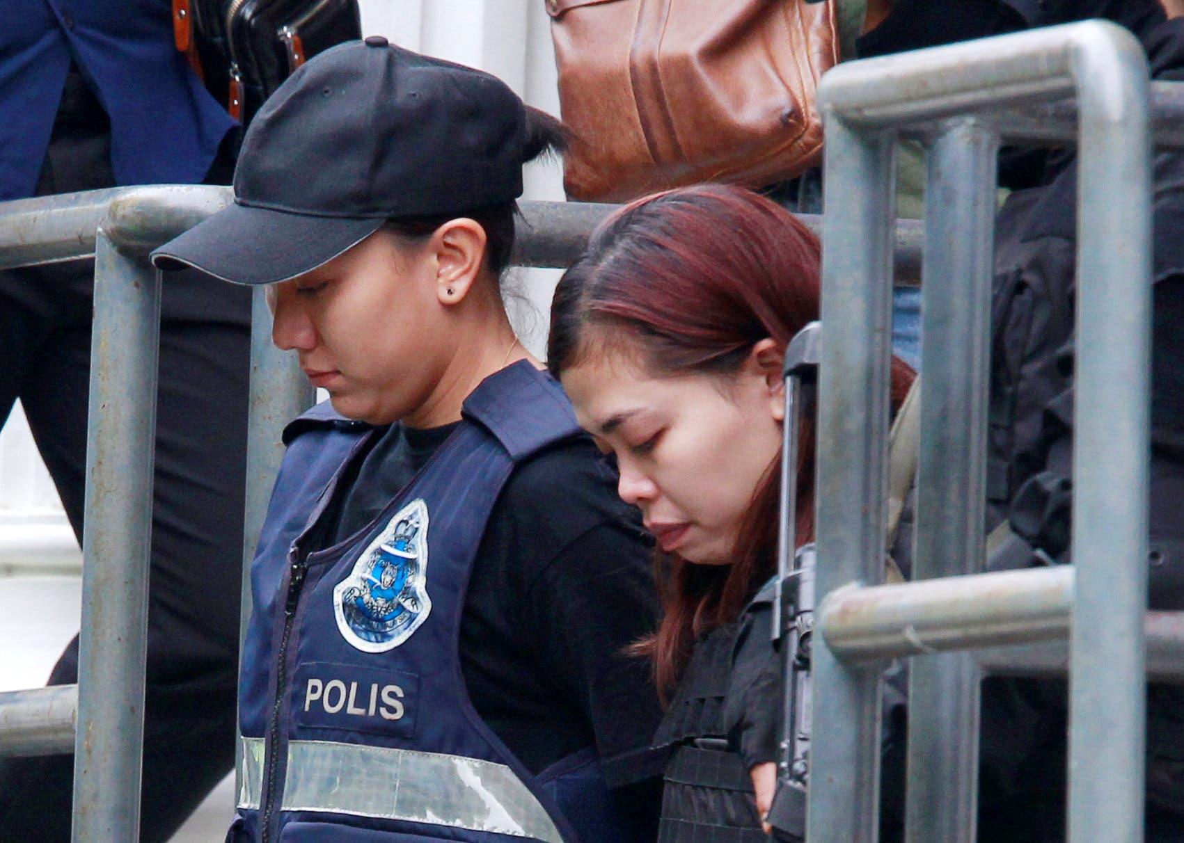الإندونيسية سيتي عايشة تخرج من محكمة ماليزية